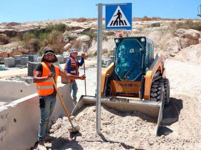 גם בחום הכבד הם עובדים – בכיכר ברח' אליהו הנביא