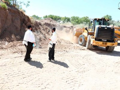 חברי אתרא קדישא מפקחים שאין מערות קבורה בתוך העיר.
