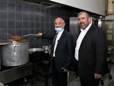 חהכ משה אבוטבול מגלה כישורים של שף