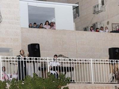 הקהל יצא למרפסות בהמוניו
