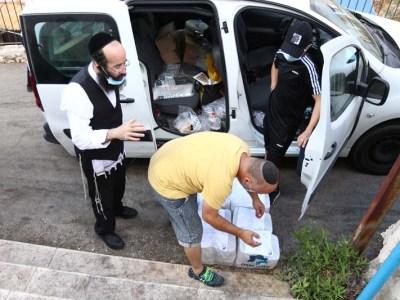 הרב קאפ עם אחד המתנדבים