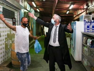 ריקודים בחנויות שברחוב הרצל