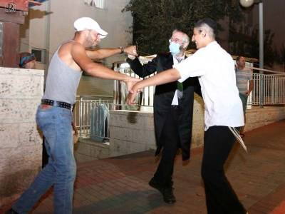 ריקוד שמחה ברחוב רבין