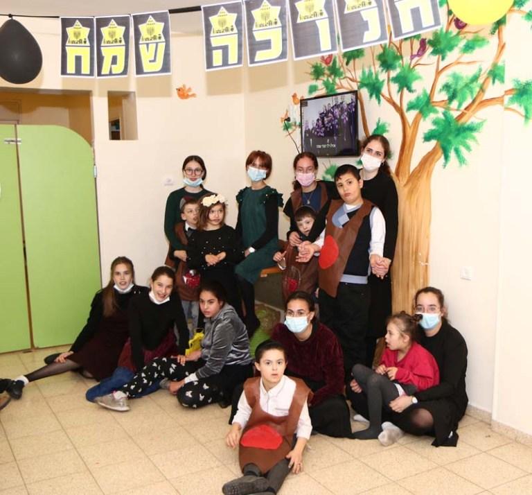 תמונה קבוצתית של חלק מהילדים