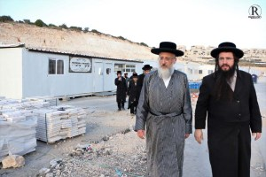 רבני העדה החרדית בסיור עירוב בשכונת רמת בית שמש ד'
